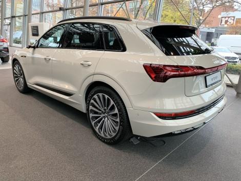 Heckansicht Audi e-tron
